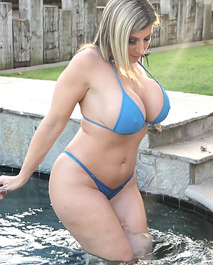 Big Boobs Pool Porn Pictures